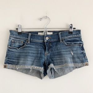 🆕 Abercrombie & Fitch Low Rise Cutoffs Size 2/26